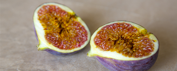 Wu Hua Guo (Fig) has been used utilized to strengthen the lungs, thereby preventing asthma and nasal inflammation.